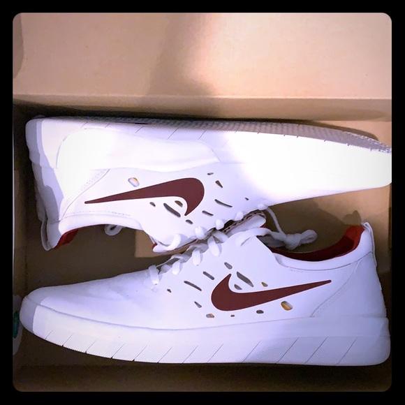 Nike SB Nyjah Free Summit WhiteTeam Crimson